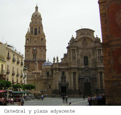 Catedral y plaza adyacente